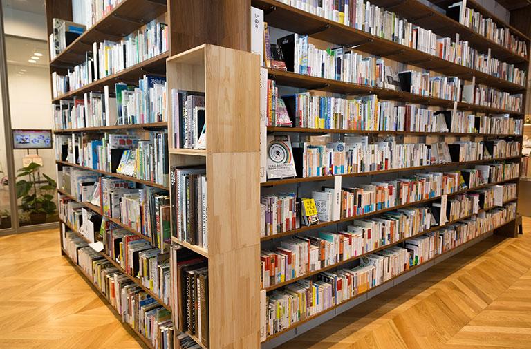 写真:八戸ブックセンター店内