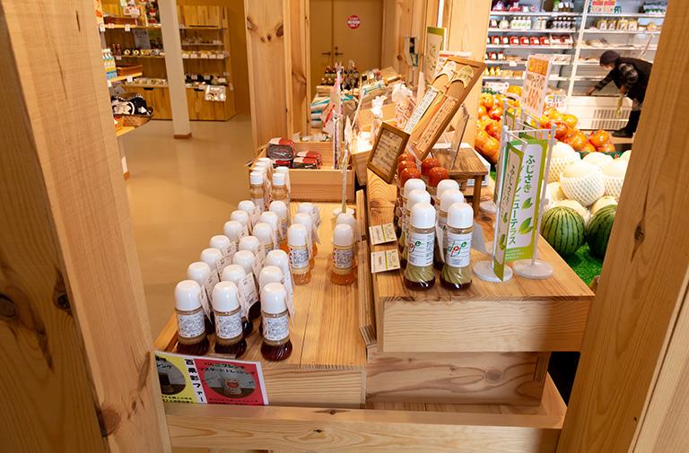 写真:木箱を使用した商品陳列